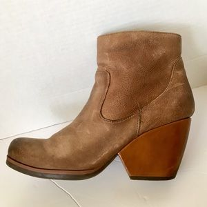 Kork ease leather chunky heel ankle boots 9.5